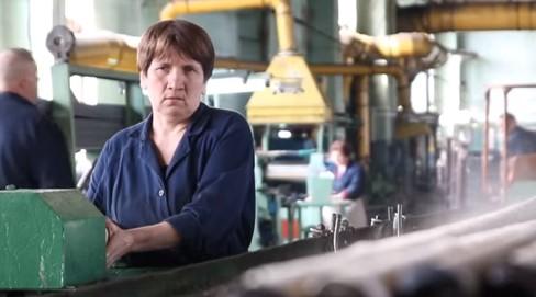 На каких заводах зарплата меньше 500 долларов?
