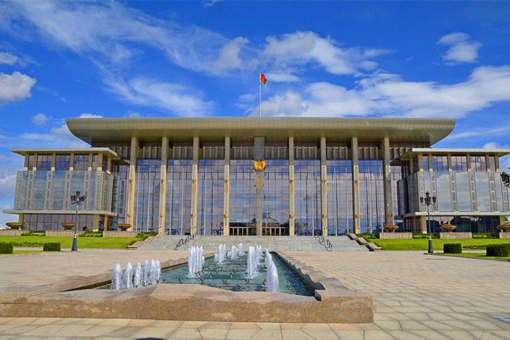 Лукашенко показал свою коллекцию картин