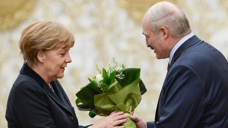 """Лукашенко: """"Передайте Меркель, чтобы она мне не звонила"""". Мнение медиаэксперта о зачистке СМИ"""