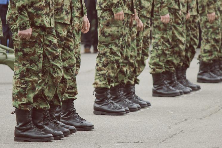 Эксперты об армейском законопроекте: Дикость происходящего понимают даже депутаты