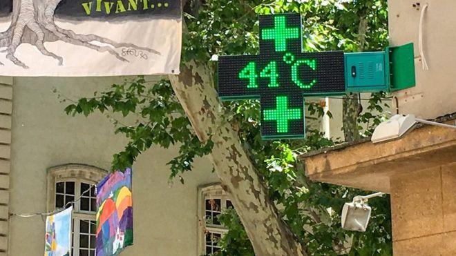 Во Франции установилась рекордная жара - +45,1°C!