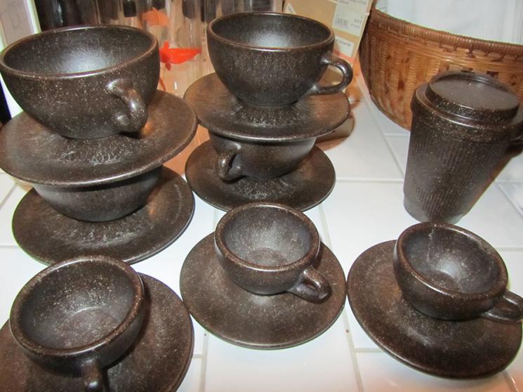 Посуда из кофейного жмыха. Чем в мире заменяют пластиковую посуду и что придумали в Беларуси