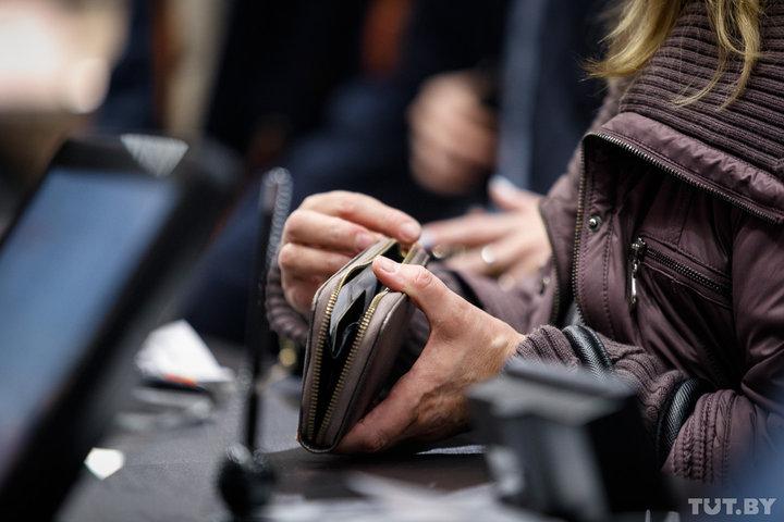 «Кредит доверия не может быть многолетним». Мясникович — про низкие зарплаты и лишние кадры