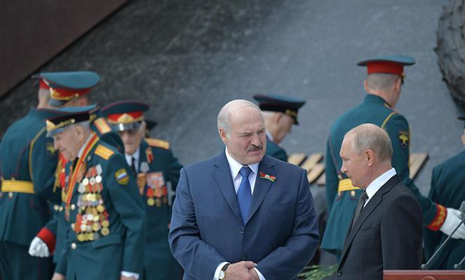 Успеть за 10 секунд. У Лукашенко настаивают, что переговоры с Путиным были