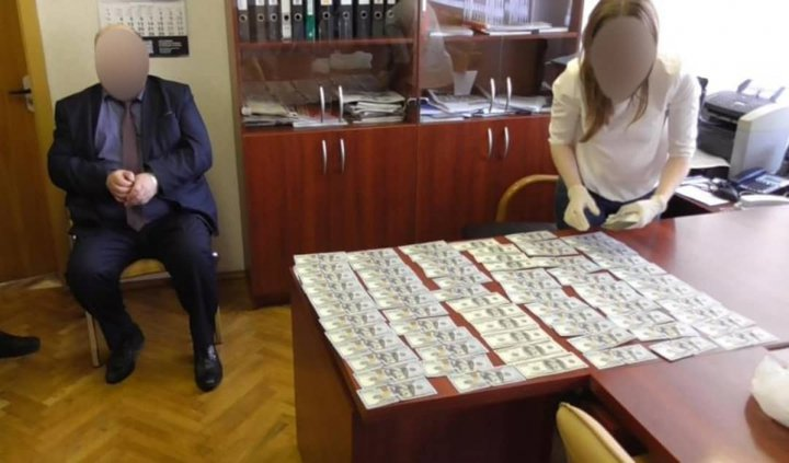 Экс-директора 'Оптрона' за взятки посадили на 11 лет