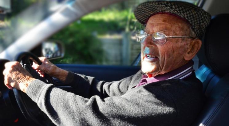 «Водитель не может сидеть за рулем автобуса в 70 лет»