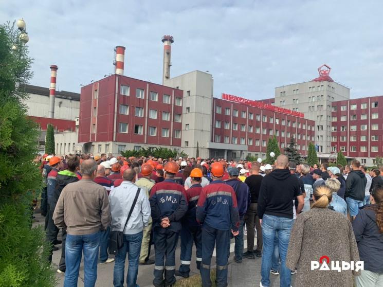 На БМЗ требуют мэра, на МТЗ - свободы, на МАЗ выехал премьер Головченко: всё новые предприятия присоединяются к протестам