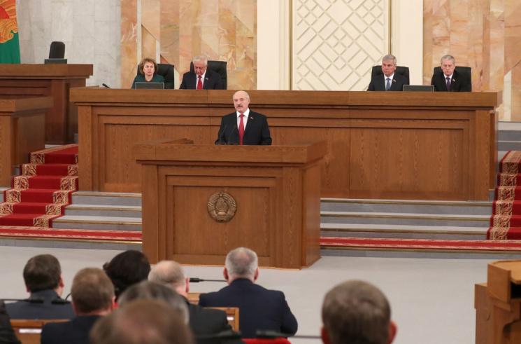 «Думаю, Лукашенко завтра будет выглядеть, как побитая собака» Чего ждать от послания народу и парламенту?