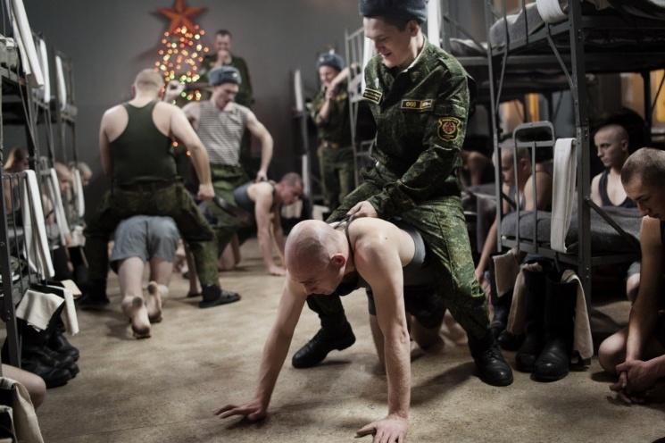 Порно русские гей унижения