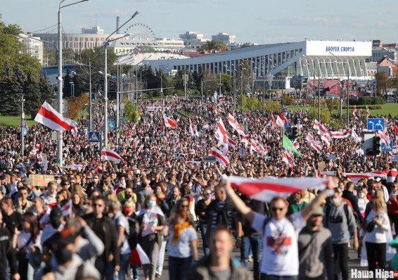 Почему белорусы выходят на улицу и чего они хотят?