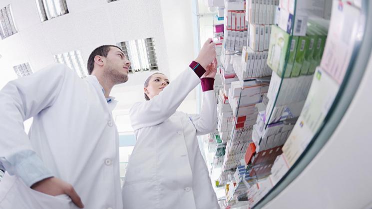 Доплаты: с января медикам и фармацевтам будут платить по-новому. Кому положены надбавки