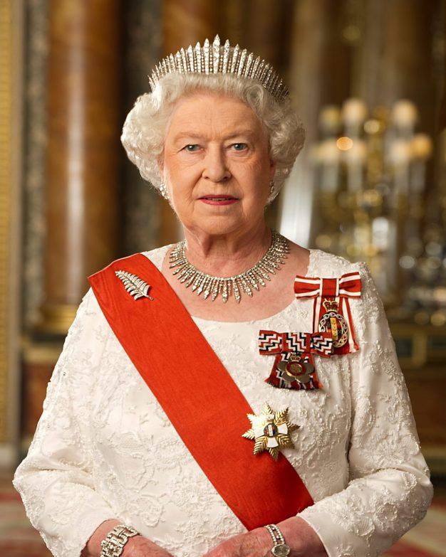 Королева Англии ЕлизаветаII приняла решение, кто будет еенаследником