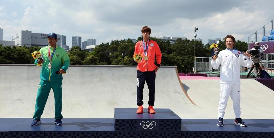 МОК разрешил победителям Олимпиады на 30 секунд снимать маски на время награждения