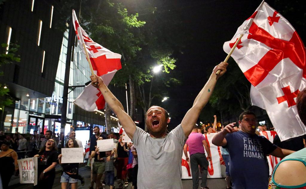 Протесты в Тбилиси: что происходит в столице Грузии (ТРАНСЛЯЦИЯ)