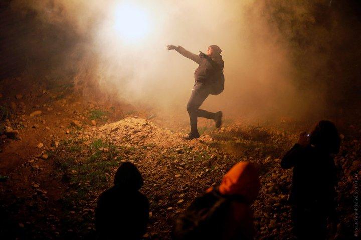 Власти США остановили прорыв мигрантов изМексики слезоточивым газом