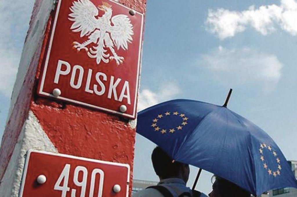 И в Польшу съездить, и на карантин не попасть: новые правила въезда в соседнюю страну (+ топ-3 региона по числу COVID-19)